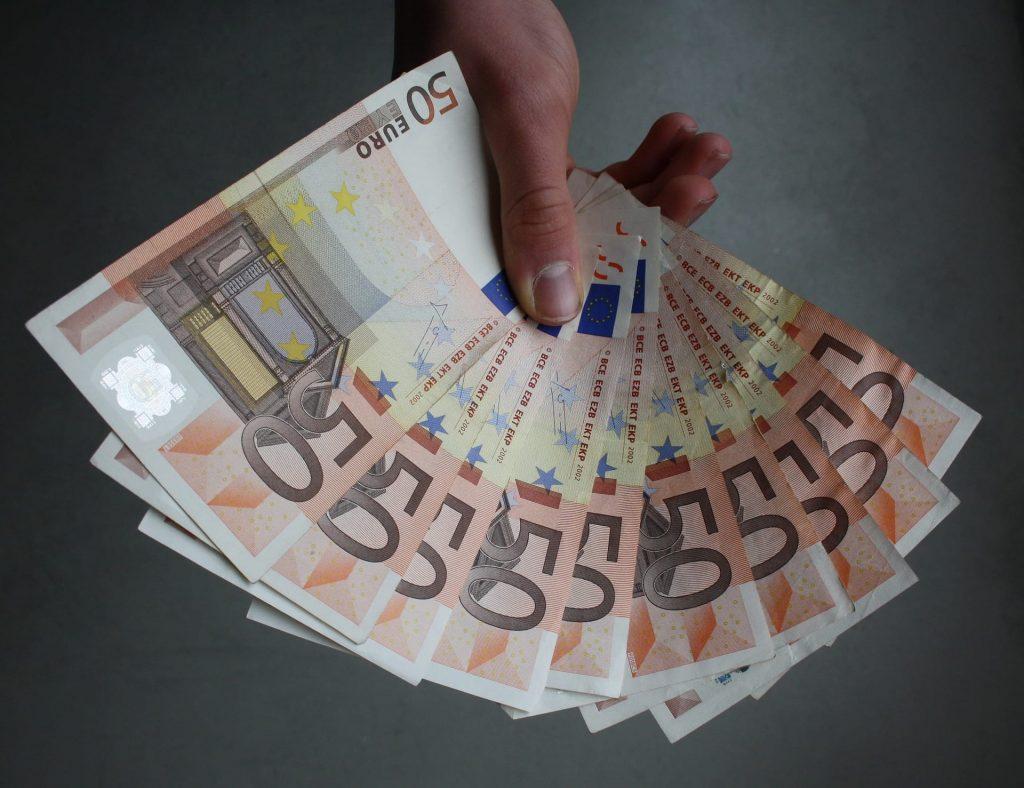 Személyi kölcsön fix kamattal vagy inkább az olcsóbb, változó kamatozású hitel?