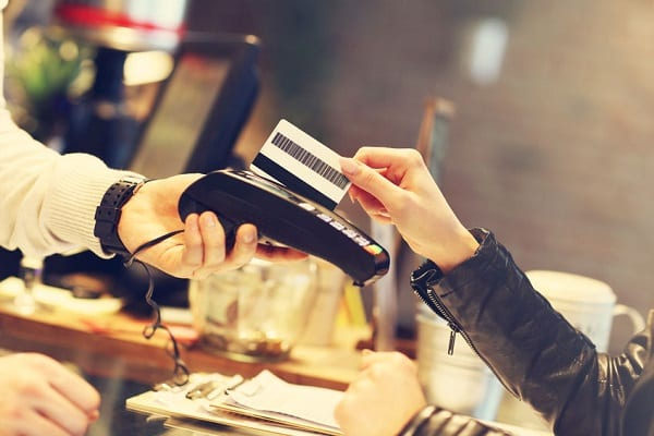 Nem kell a kártyás fizetéseknél PIN kódot megadni 15.000 forintig!