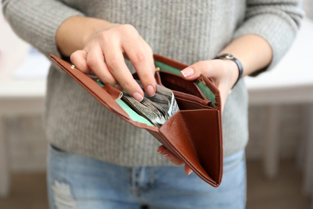 Felvehet-e személyi kölcsönt, aki készpénzben kapja a jövedelmét?